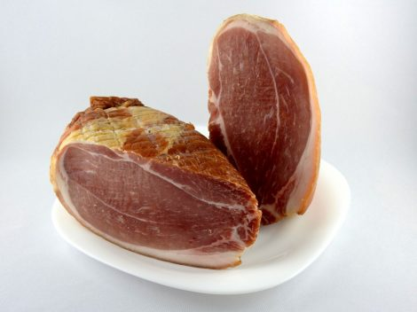 Osterschinken (aus CH - Schwein), zum Kochen, geräuchert, vaakumverpackt, erhaeltlich in unserem Laden