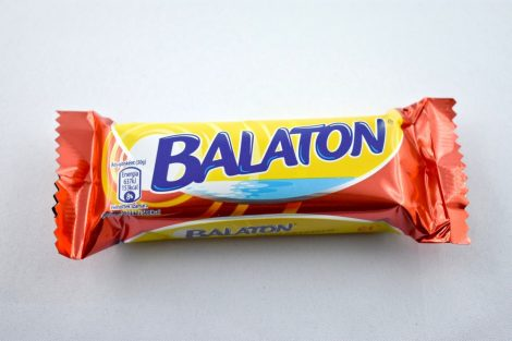 """Balaton"" Waffelschnitte, umhüllt mit dunkle Schokolade, rot, 30 gr"